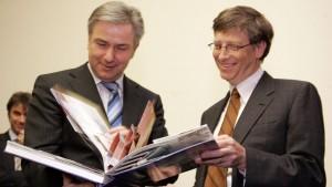bill-gates-reading-book